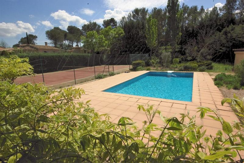 Villa propri t vendre le val 83143 le val villa for Piscine val joly prix